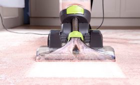 Dual Power Pro Advance carpet washer cleaning dirty carpet
